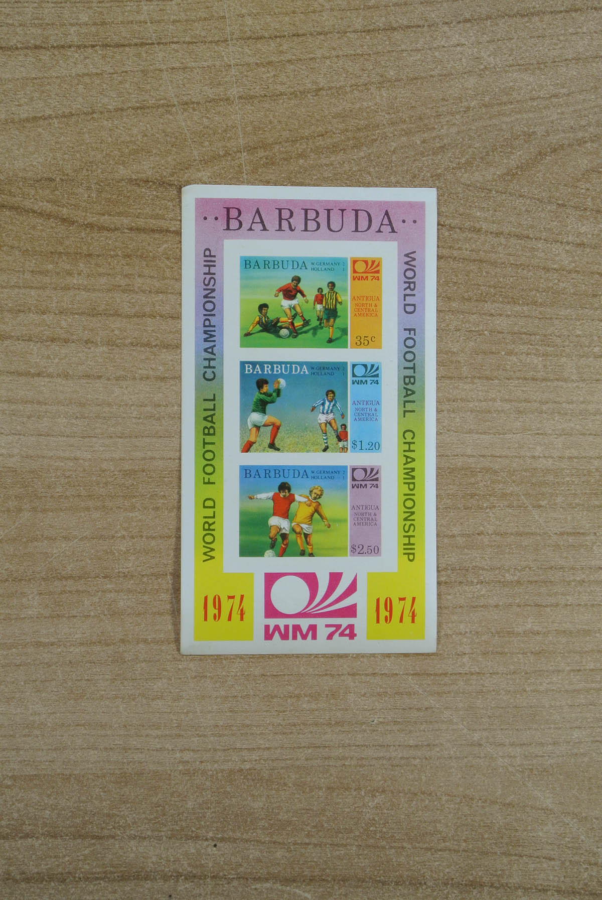 13071 001 - 13071 Barbuda WK voetbal 1974 ongetand.