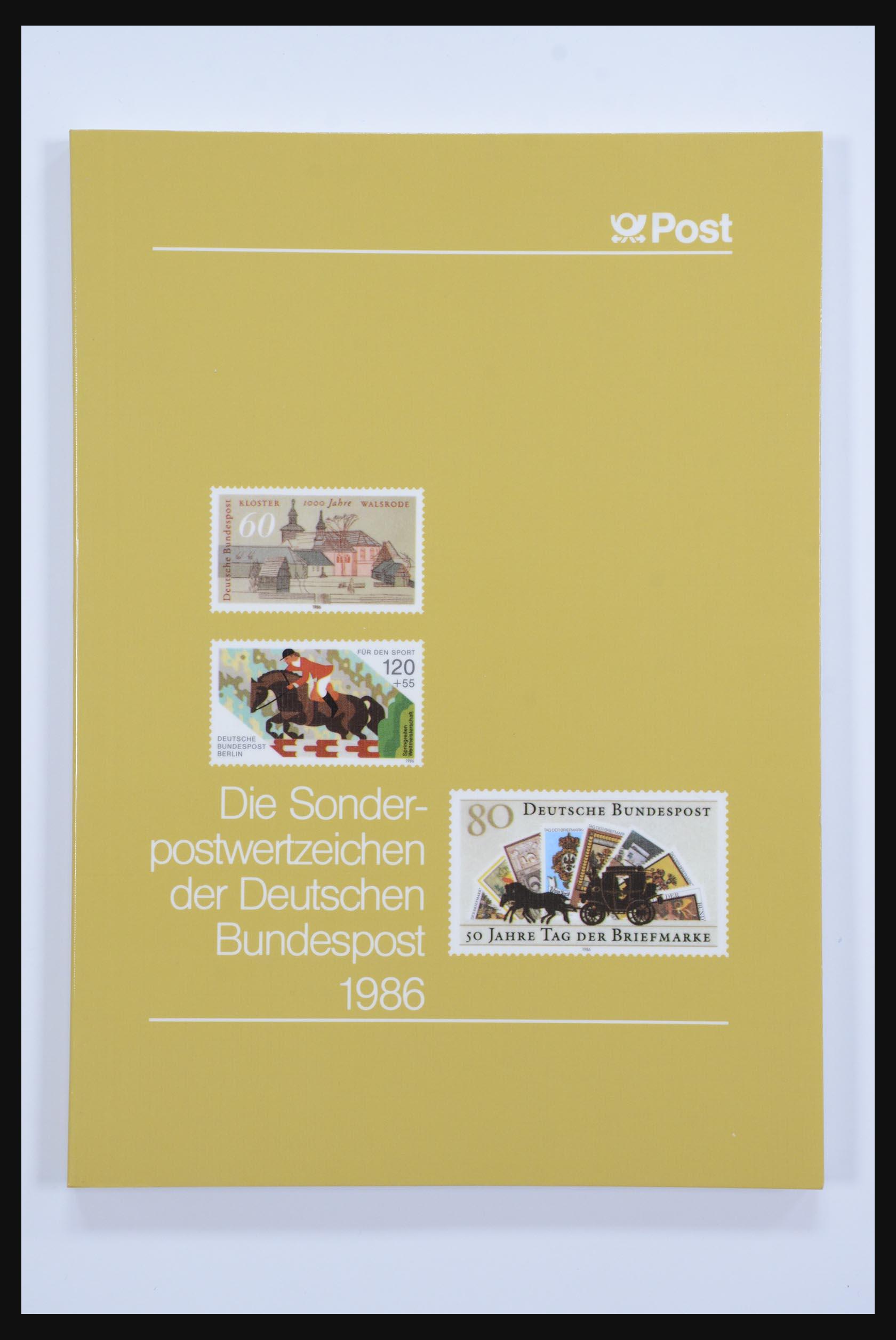 31834 014 - 31834 Bundespost yearbooks 1973(!)-1999.