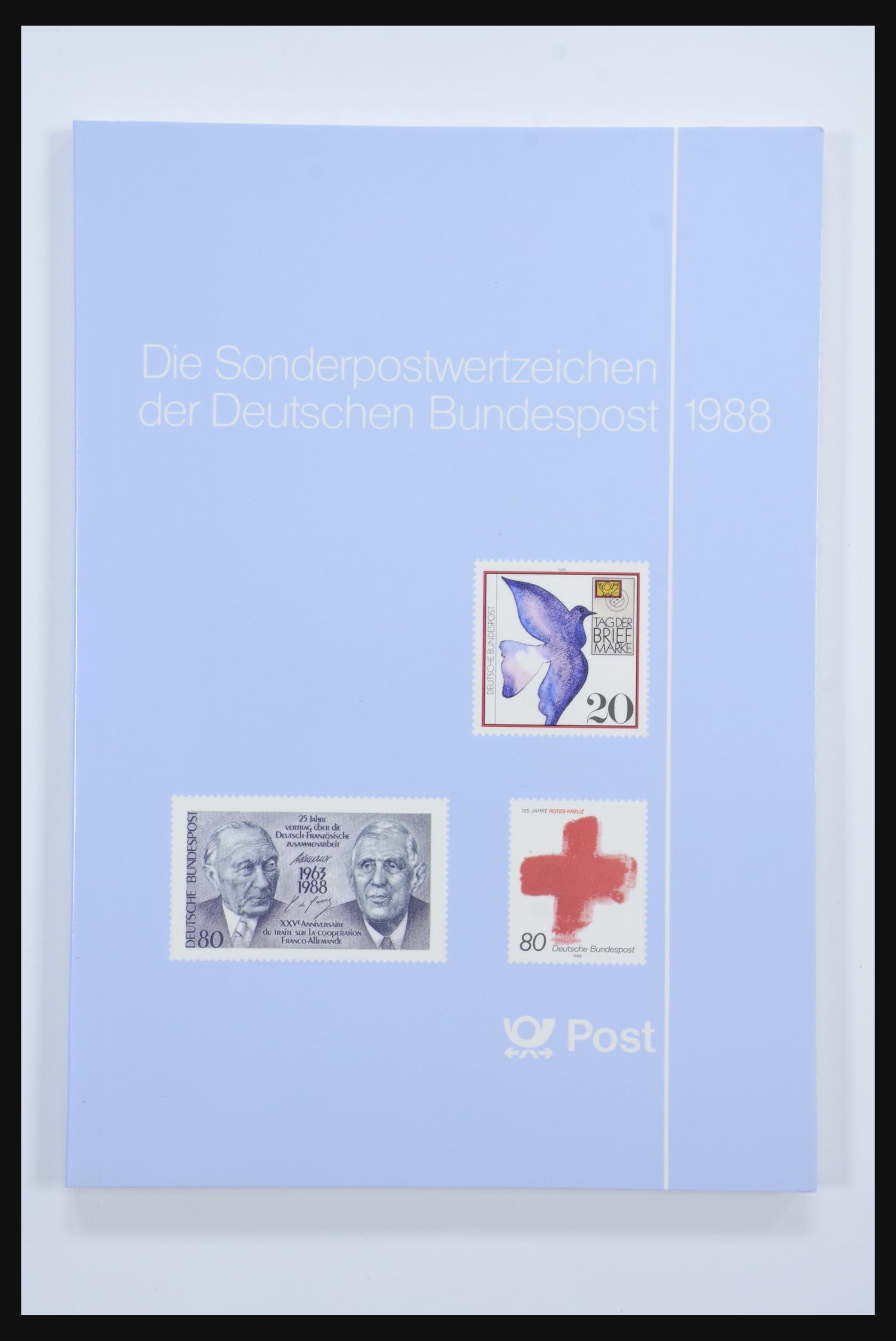 31834 016 - 31834 Bundespost yearbooks 1973(!)-1999.