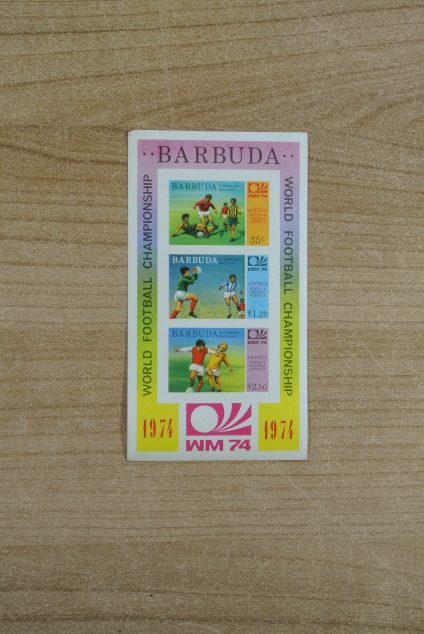 Postzegelverzameling 13071 Barbuda WK voetbal 1974 ongetand.